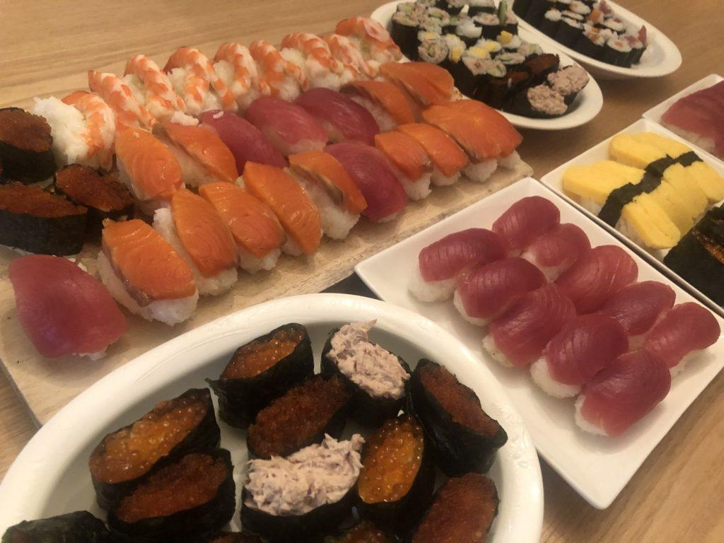 国際交流シェアハウスで誕生日寿司パーティー!